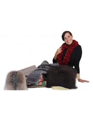 Boa rex rouge, coussin agneau Tibet, bourse renard crystal, manteau pattes vison rasé gris