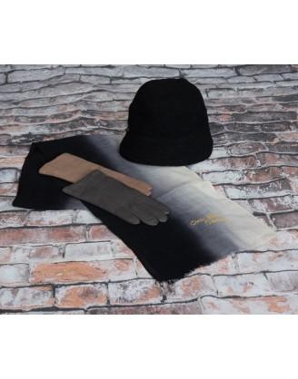 Foulard peint main, gants cuir, chapeau laine